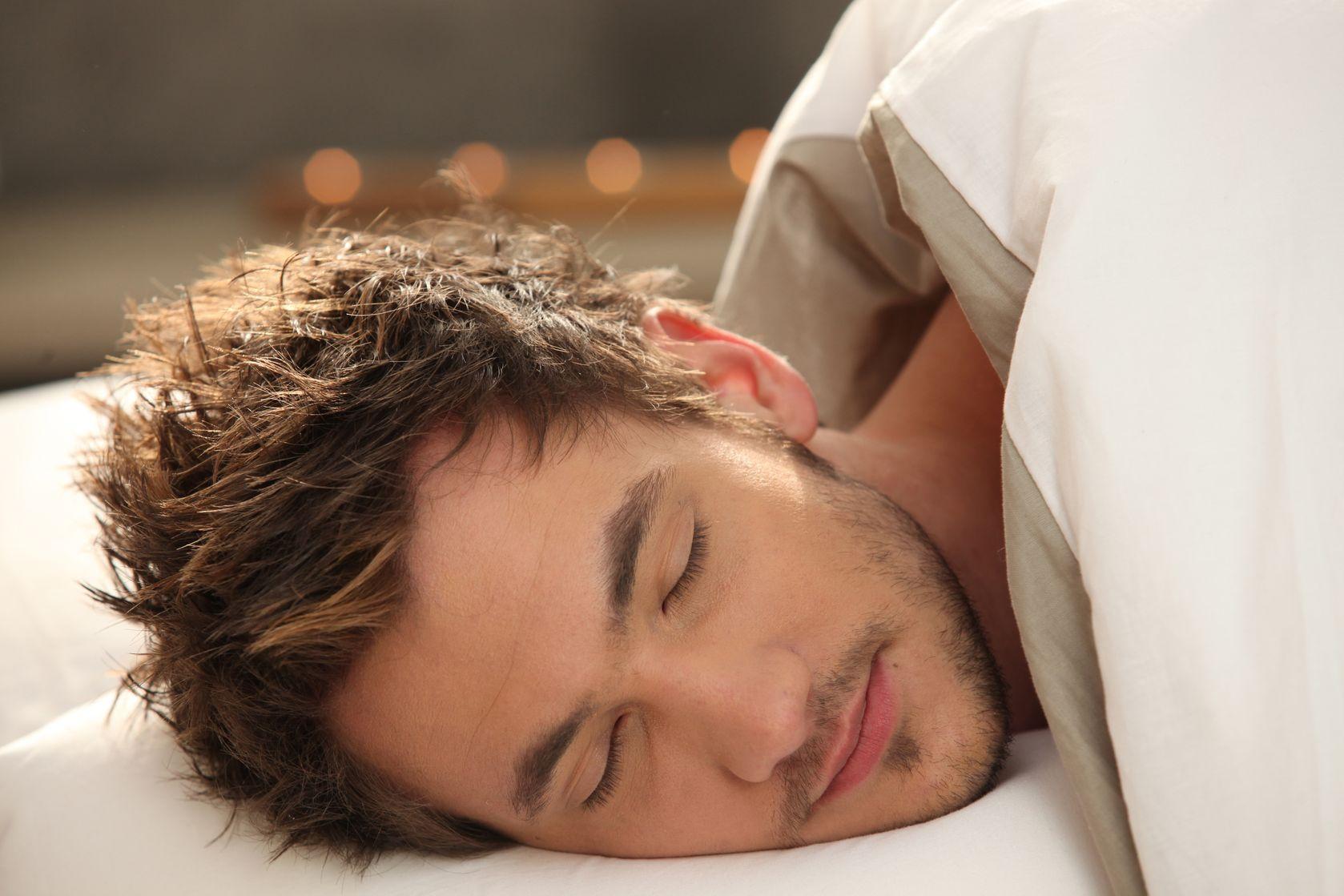 Спящую красивую в постели 19 фотография