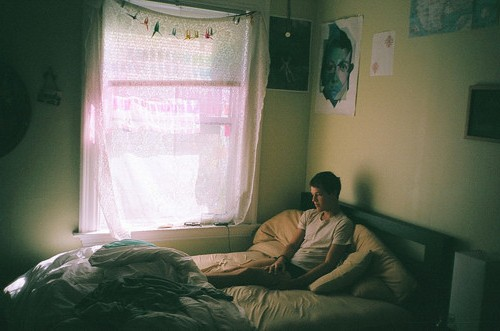 alone-beautiful-bed-boy-lonely-Favim.com-346985