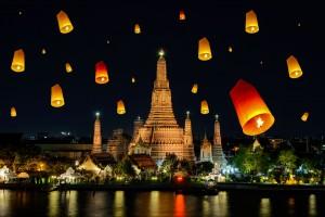 Wat arun under loy krathong day ,Thailand